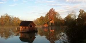 cabane millieu d'un lac