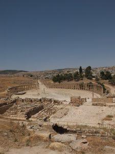 jerash colonnade place centrale