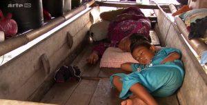 enfant dormant barque bejau 360°GEO reportage