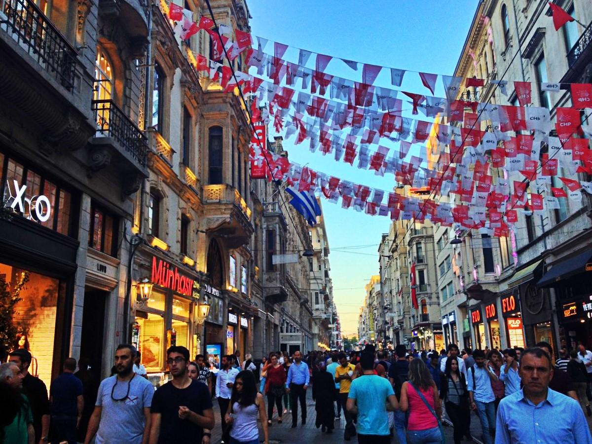 rue commerçante quartier européen istanbul