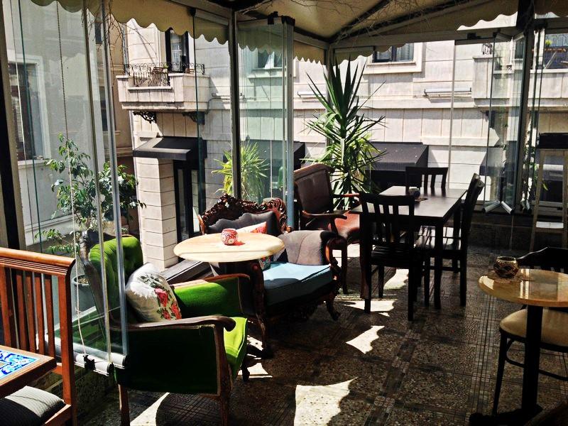 arada-cafe-terrasse
