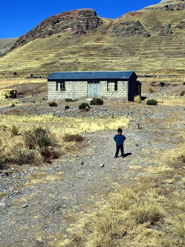 enfant-lac-titicaca