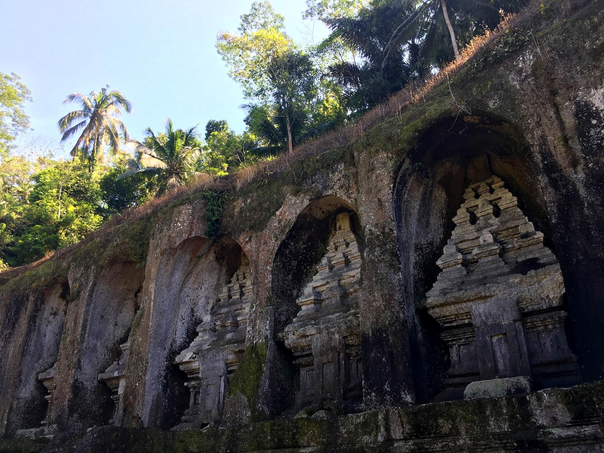 pura-gunung-kawi-temple-bali-statue-roche