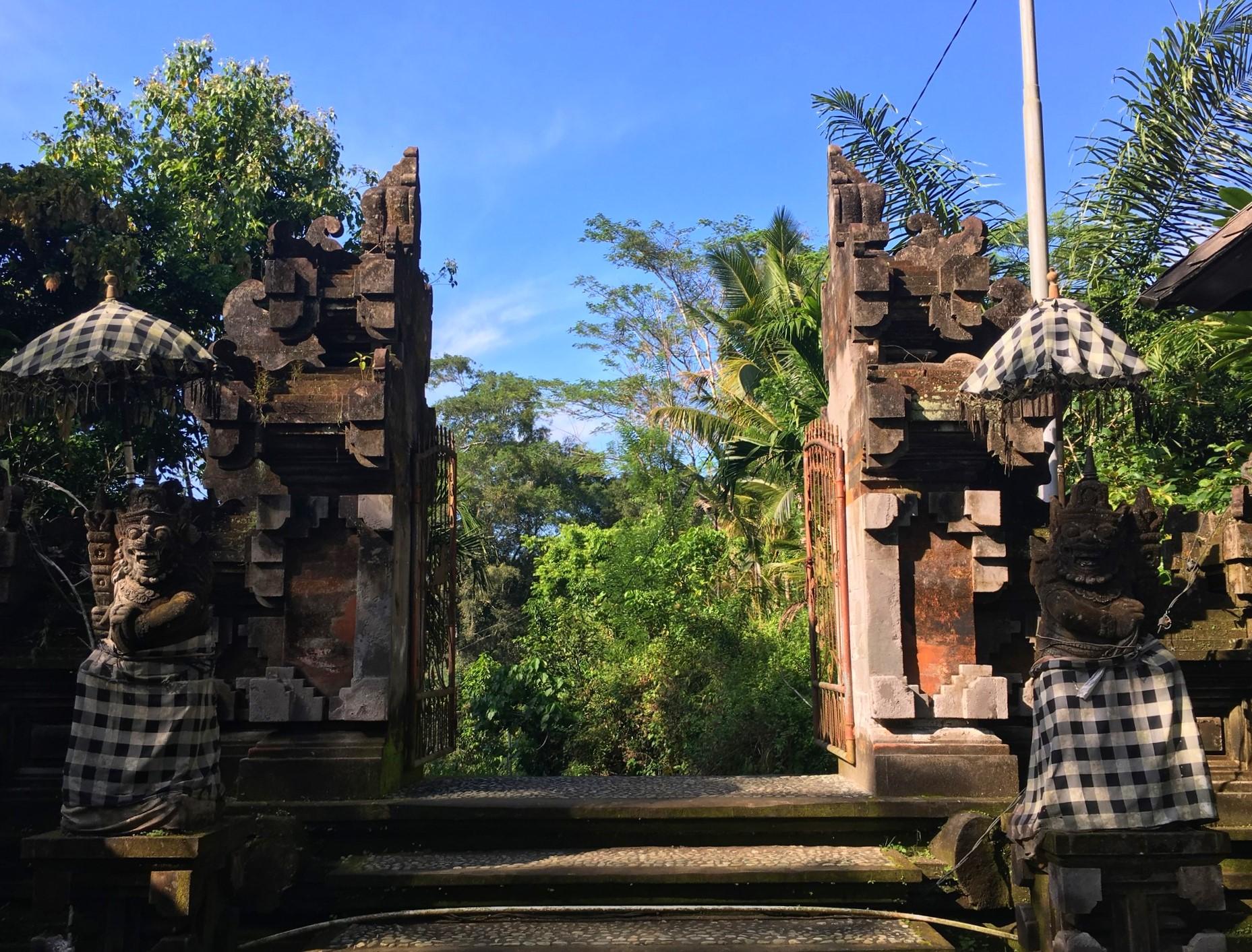 pura-mengening-bali-temple-entree