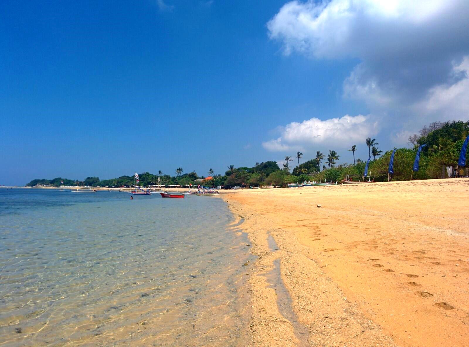 plage-sanur-bali-eau-bleue
