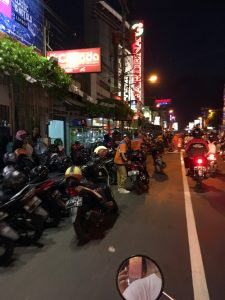 scooter-gares-nuit-bali