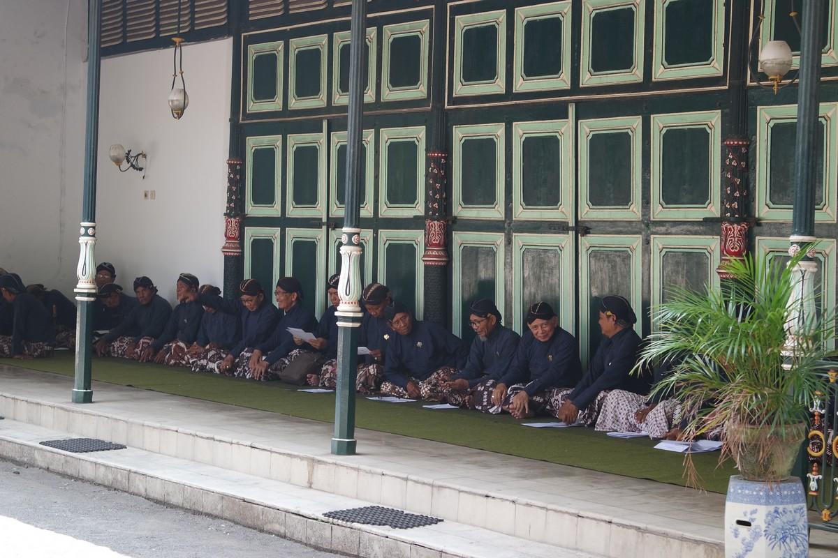 voir les gardes du palais du sultan de yogyakarta