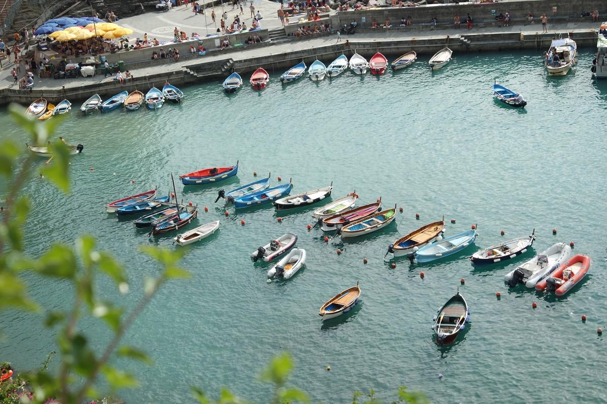 Vue sur le petit port de Vernazza un des plus jolis village à visiter aux Cinque Terre