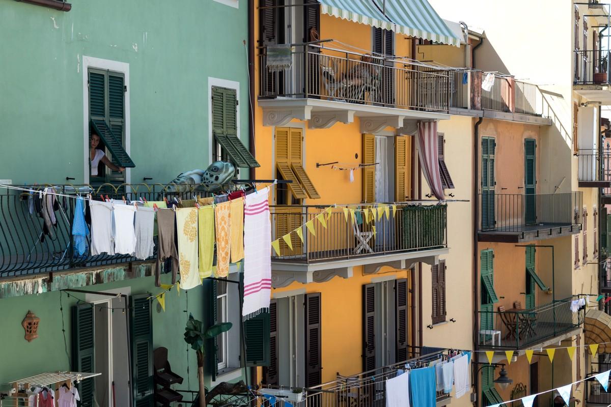 ruelles aux facades colorées que vous ne manquerez pas de remarquer pendant votre séjour aux cinque terre