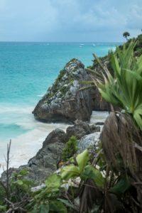 tulum rocher ocean turquoise